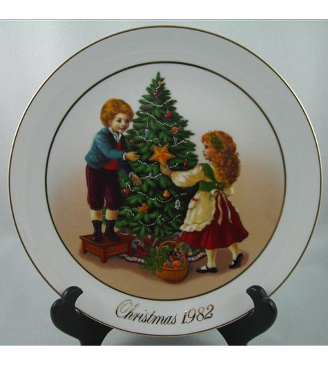 Keeping The Christmas Tradition Plate